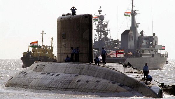 A Indian kilo class submarine is anchored off the shore of the Gateway of India (File) - Sputnik International