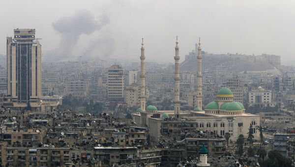 Smoke rises after strikes on Aleppo, Syria December 5, 2016. - Sputnik International