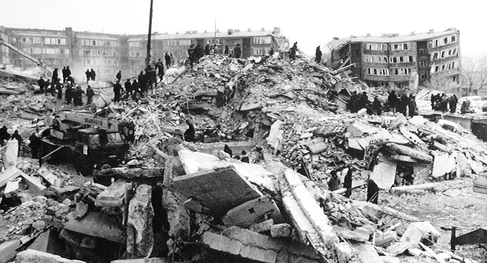 Teams of workers climb over rubble left by the Spitak Earthquake which struck 5 days ago. Leninakan, Armenia. (File)