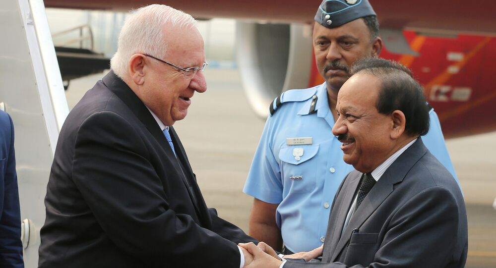 Israeli President Reuven Rivlin shakes hands with India's Minister of Science and Technology Harsh Vardhan (R) upon his arrival at the airport in New Delhi, India, November 14, 2016.
