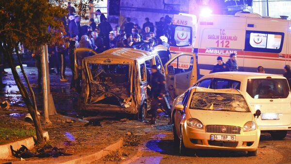Police arrive at the site of an explosion in central Istanbul, Turkey, December 10, 2016 - Sputnik International