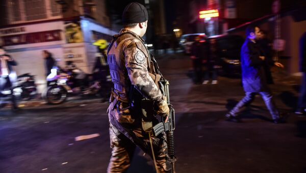 Turkish special force police officers patrol streets after a car bomb exploded near the stadium of football club Besiktas in Istanbul on December 10, 2016 - Sputnik International