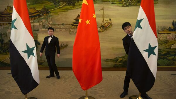 Attendants adjust Syrian and Chinese flags before a briefing at China's Ministry of Foreign Affairs in Beijing, Thursday, Dec. 24, 2015 - Sputnik International