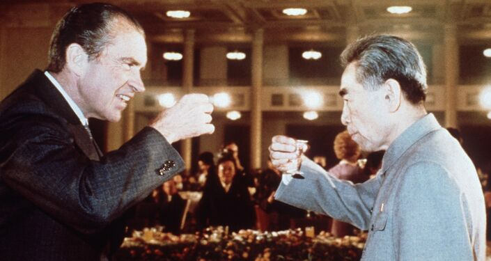 US president Richard Nixon (L) toasts with Chinese Prime Minister, Chou En Lai (R) in February 1972 in Beijing during his official visit in China. (File)
