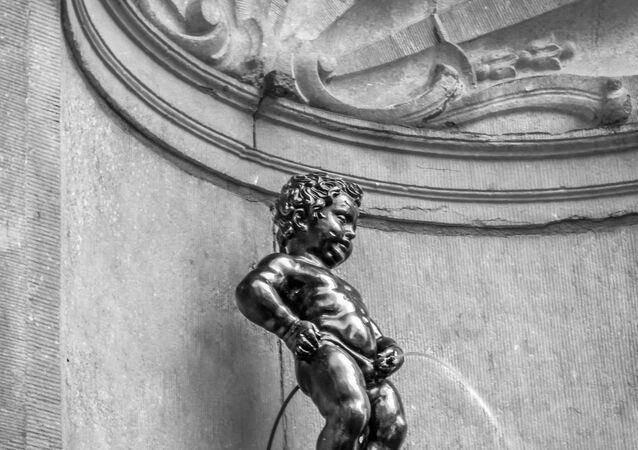 Manneken Pis sculpture in Brussels
