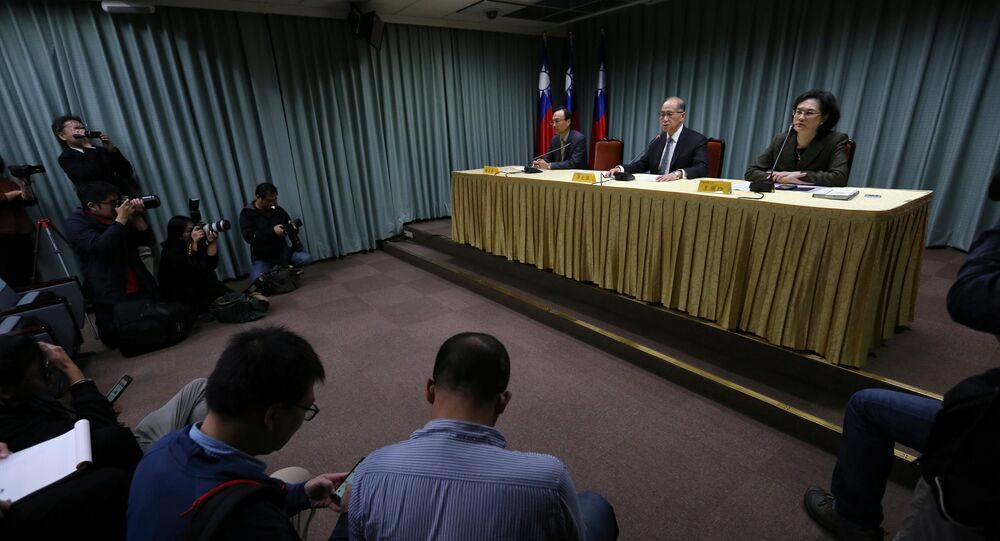 Taiwanese Minister of Foreign Affairs David Lee (C) speaks at a news conference after Sao Tome ended ties with Taiwan, in Taipei December 21, 2016
