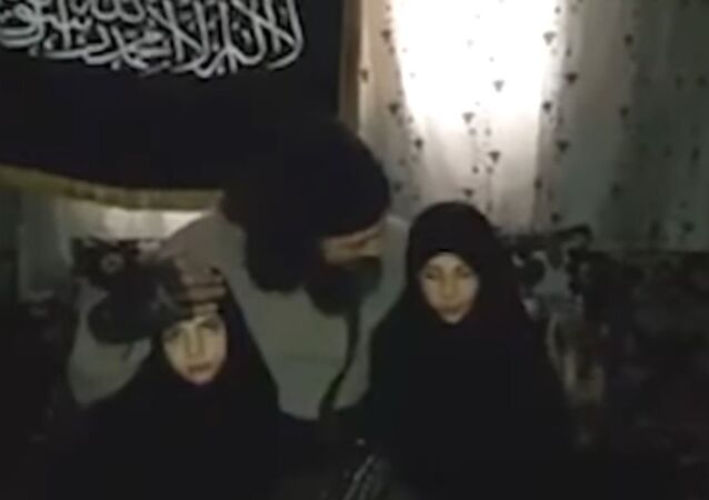Syrian Jihadist with Daughters