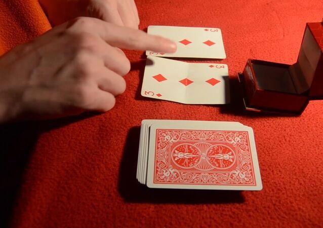 4 Amazing Christmas Magic Tricks - Tutorial