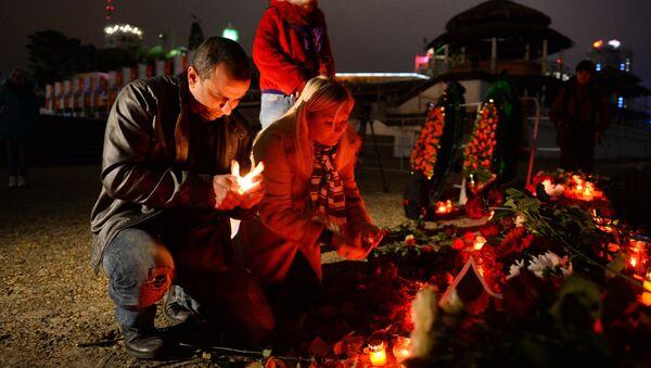 City residents attend a vigil in Sochi where a Russian Defense Ministry's TU-154 airplane crashed off the Black Sea coast - Sputnik International
