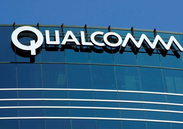The logo of chipmaker Qualcomm Inc is pictured on its building in San Diego, California, U.S. July 22, 2008