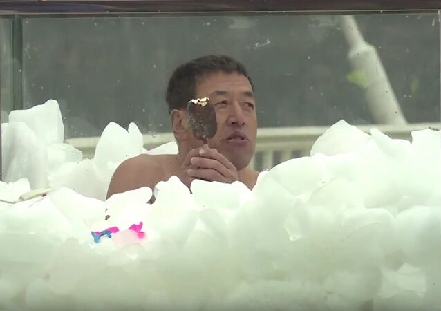 Chinese icemen immersed in ice for 2+ hours, break world record
