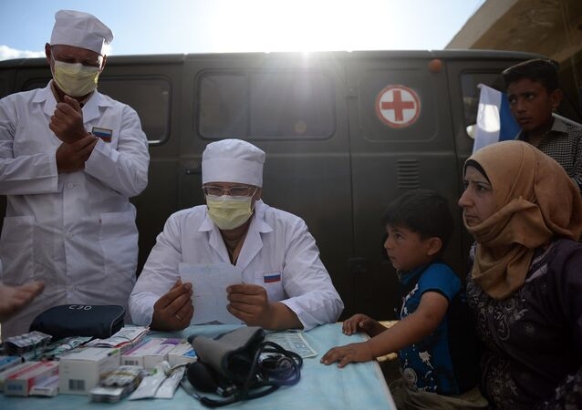 Russian doctors provide consultations to residents of Kaukab, Syria during the distribution of Russian humanitarian aid. (File)