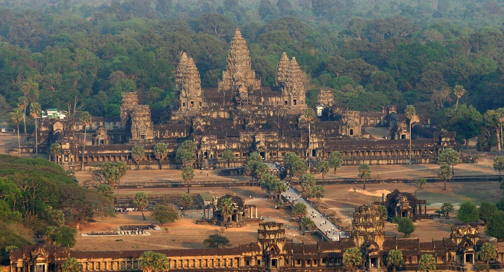 An aerial view of the Angkor Wat temple in Siem Reap province some 314 kilometers northwest of Phnom Penh, 02 March 2007