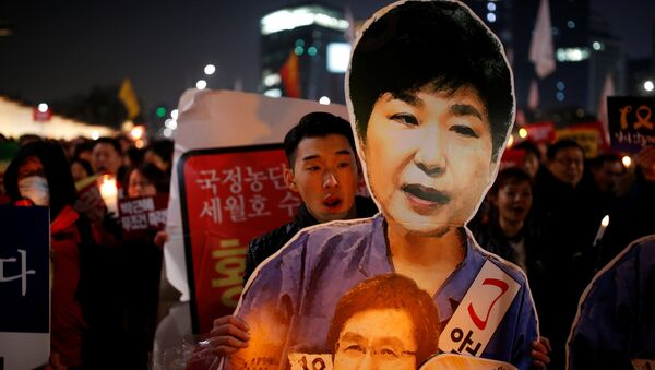 People march toward the Presidential Blue House during a protest demanding South Korean President Park Geun-hye's resignation in Seoul, South Korea, January 7, 2017. - Sputnik International
