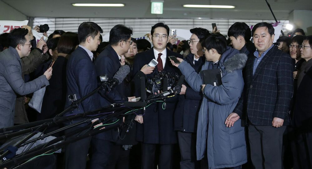 Lee Jae-yong (C) vice chairman of Samsung Electronics, arrives to be questioned as a suspect in a corruption scandal that led to the impeachment of President Park Geun-Hye, at the office of the independent counsel in Seoul on January 12, 2017