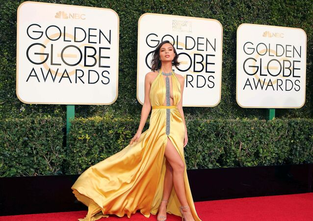 Actress Emily Ratajkowski arrives at the 74th Annual Golden Globe Awards in Beverly Hills, California, U.S., January 8, 2017