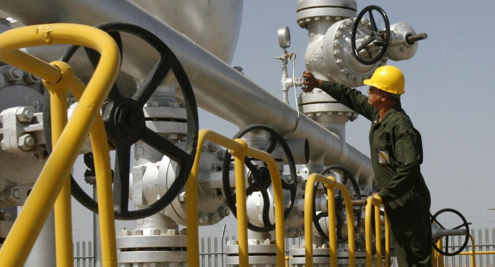 Iranian oil technician checks the oil separator facilities in Azadegan oil field, near Ahvaz, Iran (File)