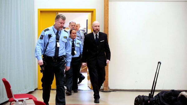 Anders Behring Breivik (R) is escorted by police officers to the courtroom on the fourth day of the appeal case in Borgarting Court of Appeal at Telemark prison in Skien, Norway, January 13, 2017 - Sputnik International