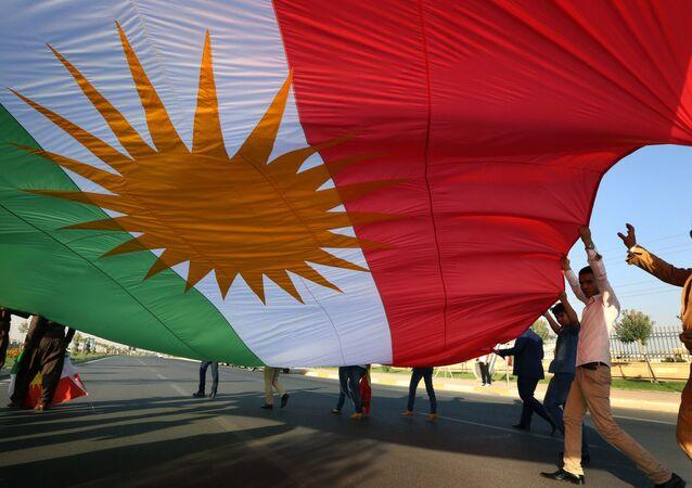 Iraqi Kurdish demonstrators wave a large Kurdish flag (File)