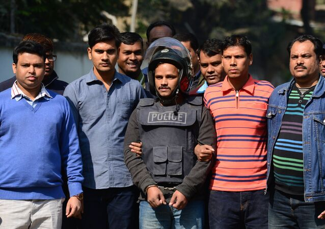 Bangladesh police escort alleged Islamist militant Jahangir Alam (C) in Dhaka on January 14, 2017, after his arrest in connection with an attack on the Holey Artisan Bakery attack last year