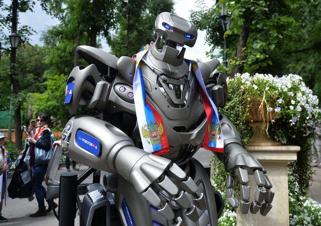Robot Titan supports Russian football team