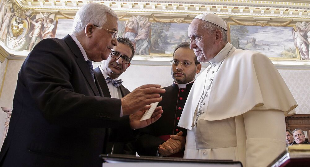 Pope Francis talks with Palestinian President Mahmoud Abbas during a meeting at the Vatican January 14, 2017