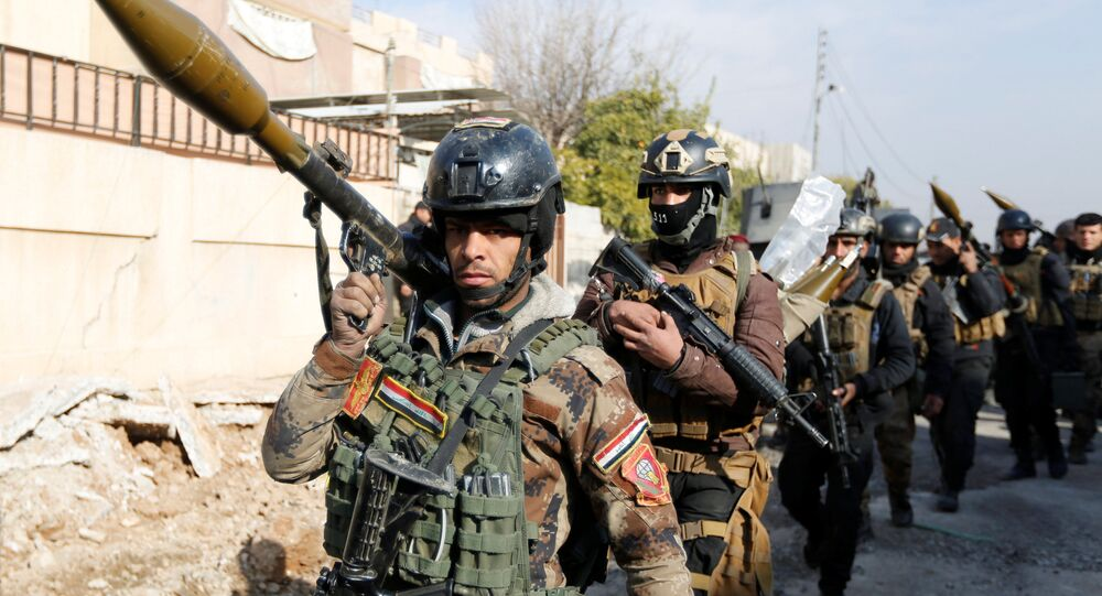 Iraqi Special Operations Forces (ISOF) carry weapons during clashes with Islamic State militants in frontline near university of Mosul, Iraq, January 13, 2017.