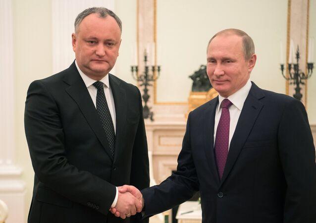 Russian President Vladimir Putin and Moldova's President Igor Dodon meet in Moscow on January 17, 2017