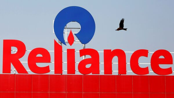 A bird flies past a Reliance Industries logo installed on its mart in Ahmedabad, India January 16, 2017 - Sputnik International