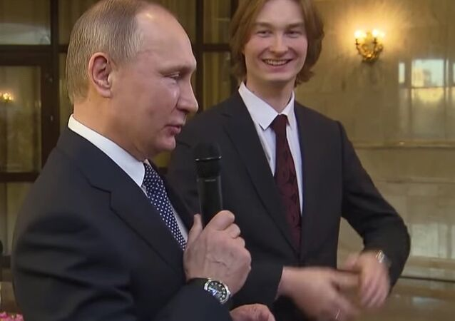 Students' Day in Russia: Putin Sings Song With MSU Undergrads