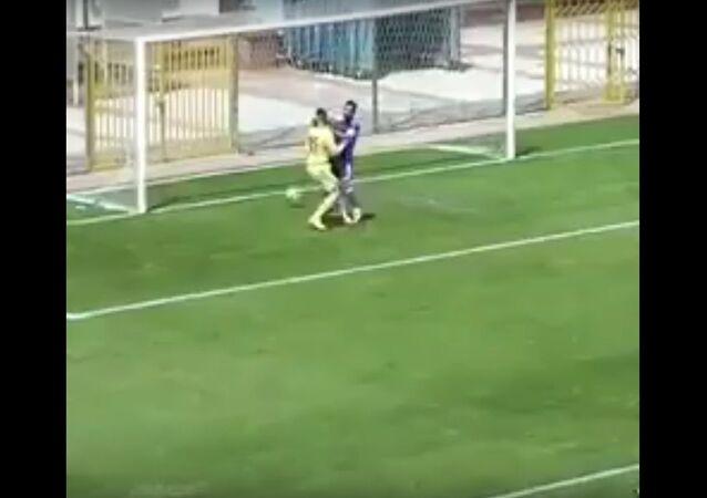 Unfassbares Eigentor aus der Türkei / Hilarious Own Goal from Turkey