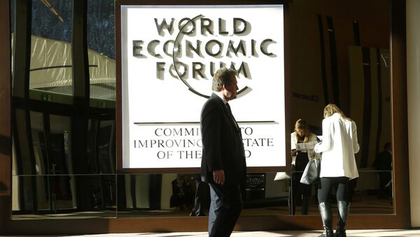An attendee arrives in the Congress Hall during the World Economic Forum (WEF) annual meeting in Davos, Switzerland January 20, 2017 - Sputnik International