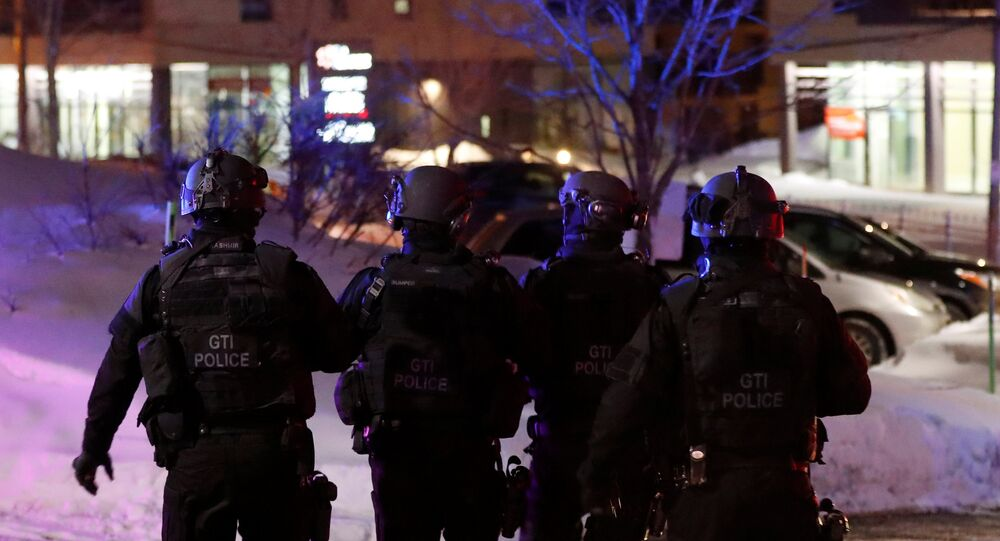Swat team police officer walk aournd a mosque after a shooting in Quebec City, January 29, 2017