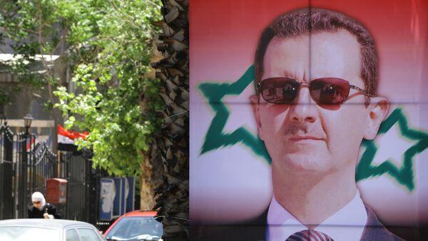 Poster bearing a portrait of President Bashar al-Assad - Sputnik International