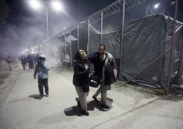 Migrants leave Moria camp following an explosion and fire on the island of Lesbos early on November 25, 2016. Angry migrants set fire to a camp on the Greek island of Lesbos after a woman and a six-year-old child died following a gas cylinder explosion, local police said.