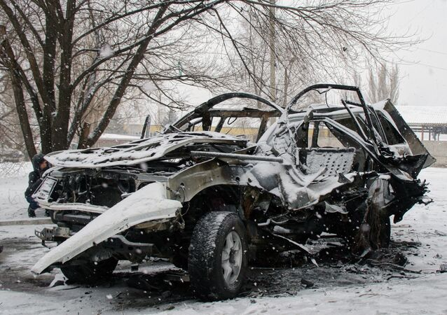 A car, which was blown up in Lugansk on Saturday, belonged to the Lugansk People's Republic's (LPR) People's Militia Command Chief Colonel Oleg Anashchenko. Both passengers died.
