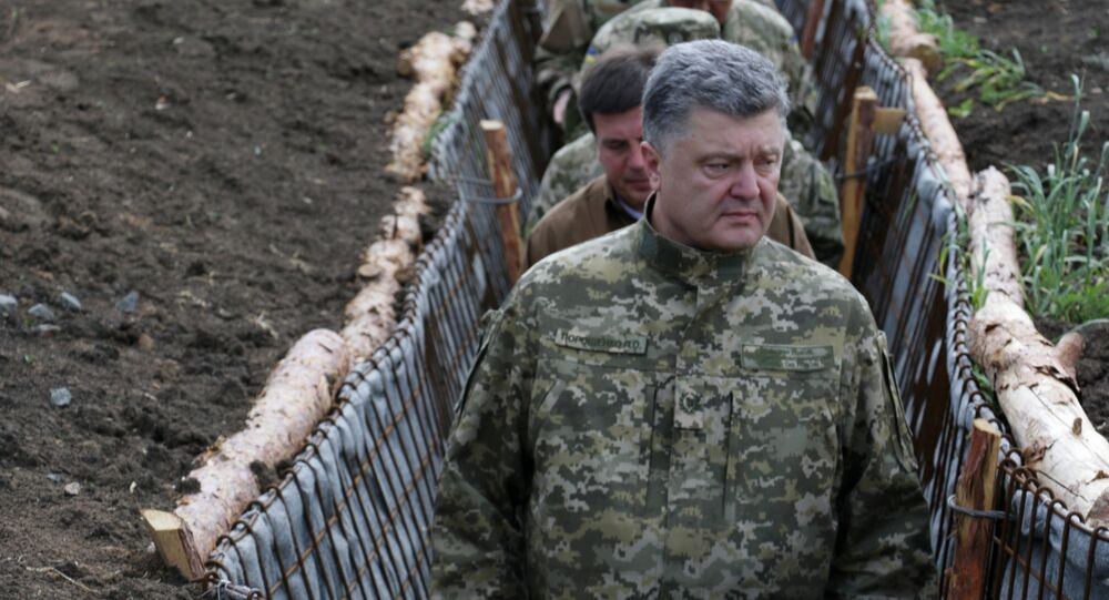 Ukrainian President Petro Poroshenko, examines the construction of fortifications in Donetsk region, Ukraine (File)