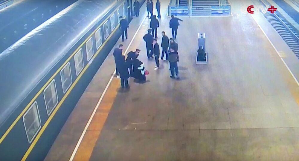 Girl Gets Stuck Between Train and Platform Edge in Northwest China City
