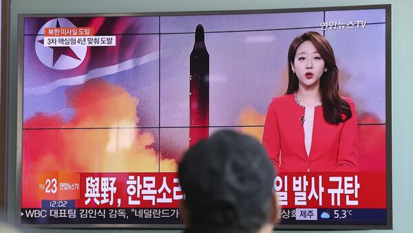 A man watches a TV news program reporting about North Korea's missile launch at the Seoul Train Station in Seoul, South Korea, Sunday, Feb. 12, 2017 - Sputnik International