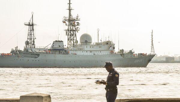 Russian Vishnya (also known as Meridian) class warship CCB-175 Viktor Leonov, arrives at Havana's harbor - Sputnik International
