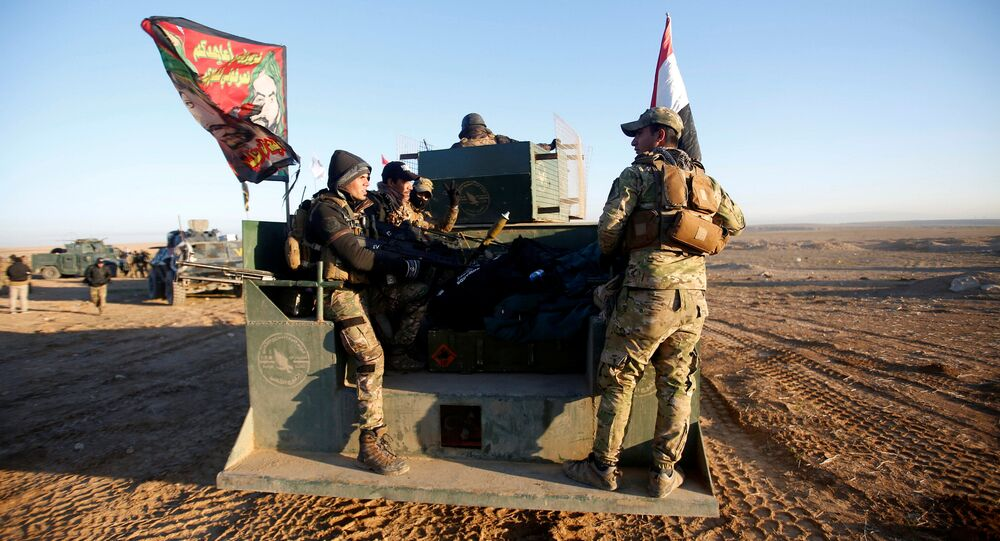 Iraqi security forces advance towards the western side of Mosul, Iraq February 19, 2017.