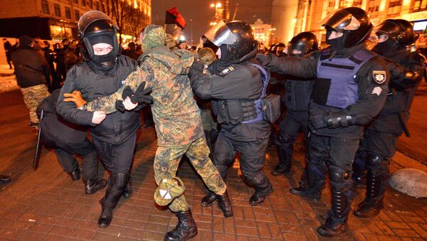 Police detain a protester during a rally against trade with Ukraine's rebel-held eastern areas in the Donetsk and Luhansk regions, in central Kiev, Ukraine February 19, 2017 - Sputnik International