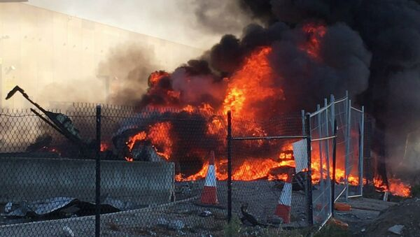This frame grab taken from AFPTV of video received from Jordan Fouracre on February 21, 2017 shows smoke and flames after a twin-engined Beechcraft plane crashed into a shopping centre just after take-off from Essendon Fields airport near Melbourne - Sputnik International