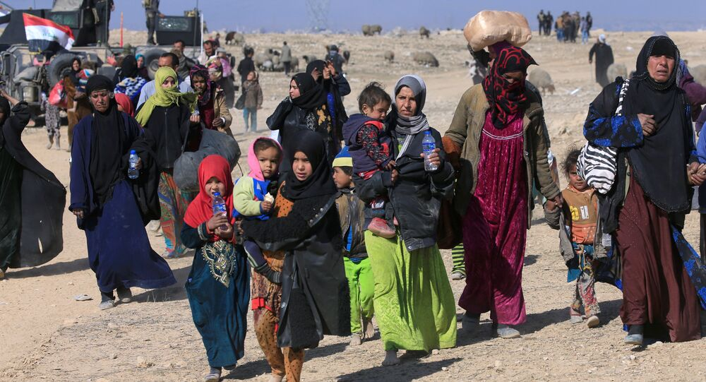 Displaced Iraqis flee their homes during a battle with Islamic State militants in the district of Maamoun in western Mosul, Iraq February 23, 2017