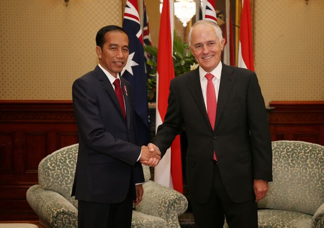 Indonesian President Joko Widodo (L) shakes hands with Australian Prime Minister Malcolm Turnbull at Admiralty House in Sydney, Australia, February 26, 2017.