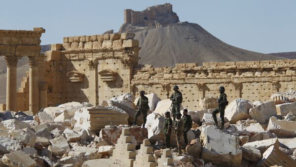 Syrian army soldiers stand on the ruins of the Temple of Bel in the historic city of Palmyra, in Homs Governorate (File) - Sputnik International