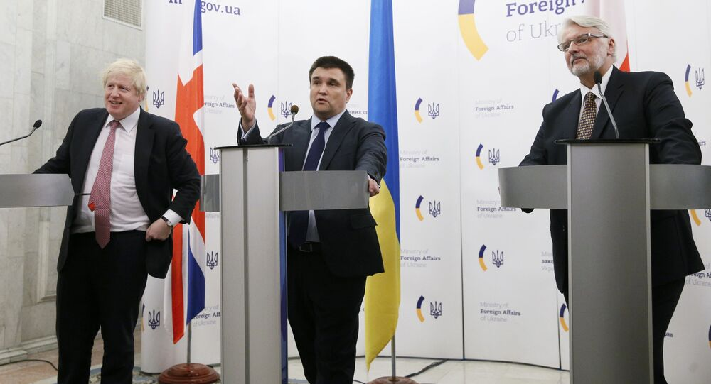 Ukraine's Foreign Minister Pavlo Klimkin (C), Britain's Foreign Secretary Boris Johnson (L) and Poland's Foreign Minister Witold Waszczykowski attend a news briefing in Kiev, Ukraine, March 1, 2017.