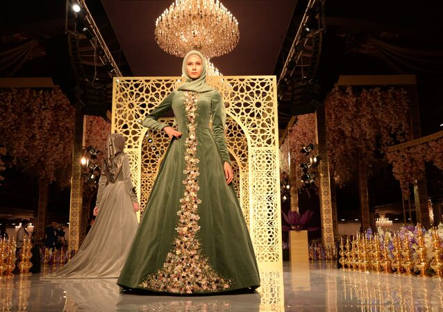 Islamic Chic: Chechen Leader's Daughter First Fashion Show