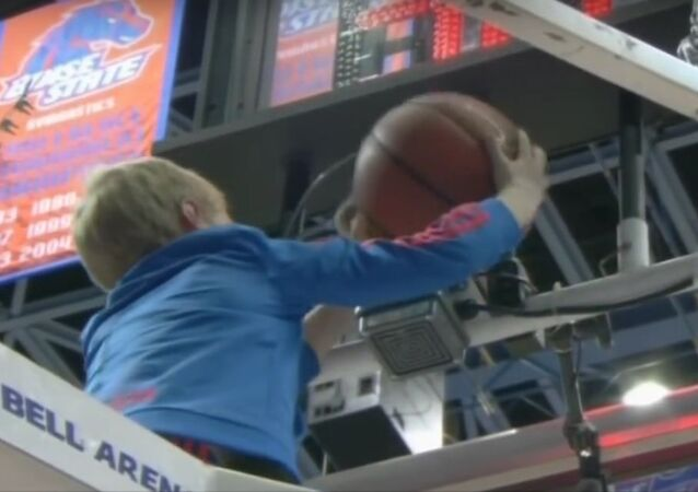 Young Kid Saves The Day In Fresno State-Boise State Game | CampusInsiders