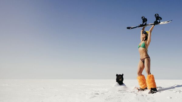 Meanwhile in Russia: Bikini Party at Frozen Lake Baikal - Sputnik International